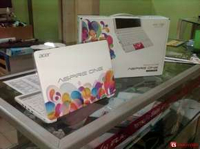 "Acer Aspire One D270-26Cw Balloon Carnival Limited Edition (Intel Atom N2600/ 2 GB/ 320 GB/ 10""1 CineCrystal/ Bluetoth)"